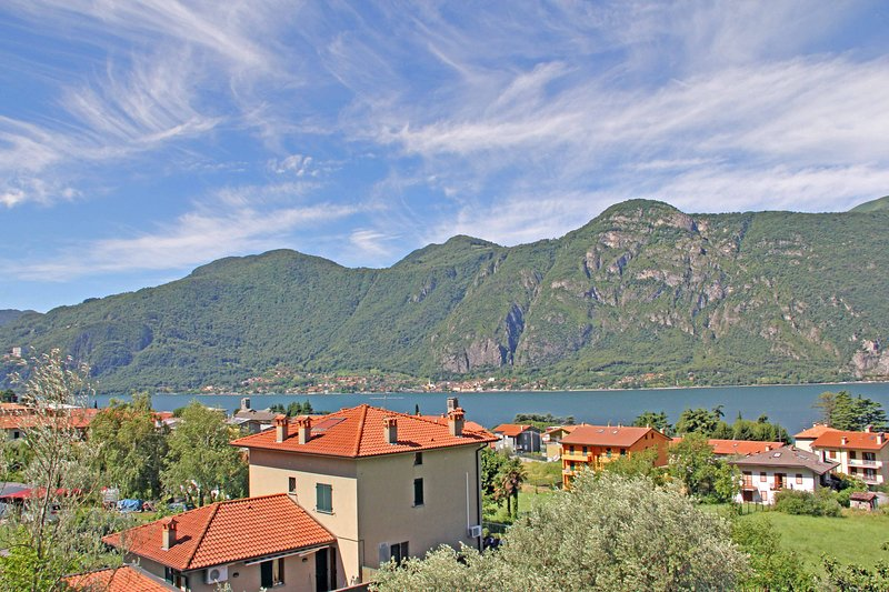 Bed&Breakfast del Lario - Camera Renzo, vacation rental in Mandello del Lario
