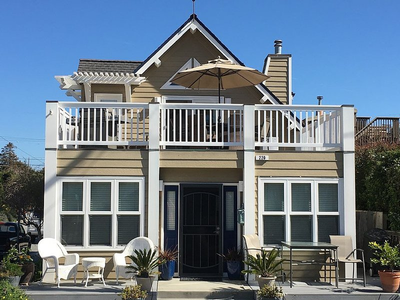 Beautiful, Clean, Seabright Home Steps to Beach, High end Hot Tub, holiday rental in Scotts Valley