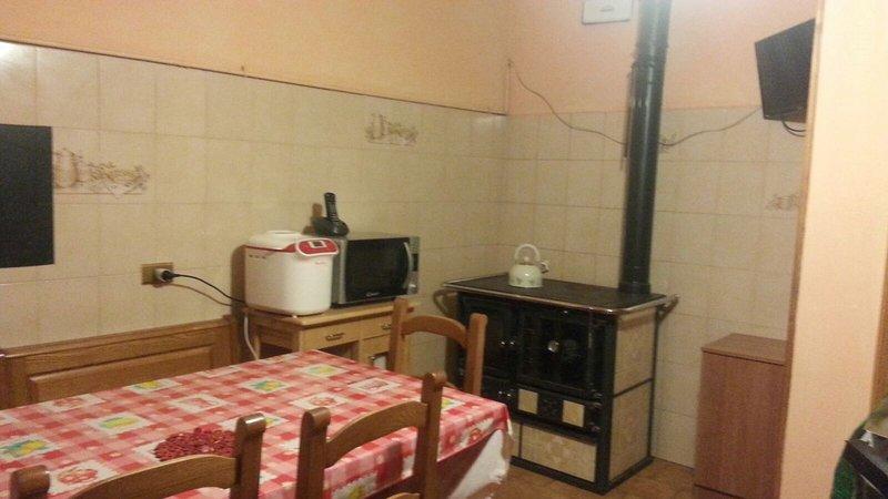 appartamento per vacanze nell'Appennino Reggiano, vacation rental in Busana