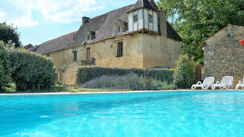Sarl Sarlat Rentals - Private house & pool, ensuite bedrooms, WIFI, parking, English TV