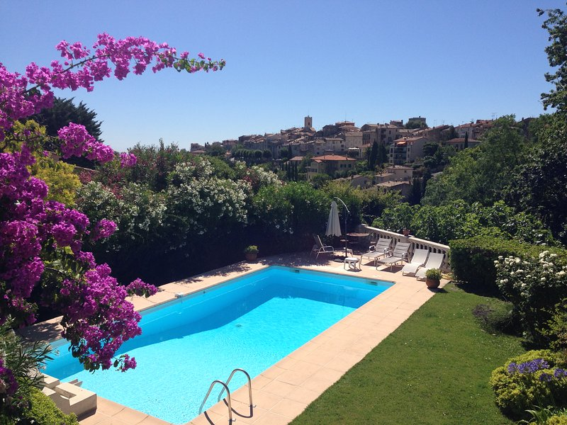 Stone villa with pool, walking distance to town centre, Ferienwohnung in Vence