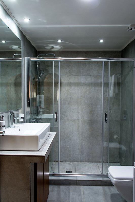 casa de banho primeiro andar .....