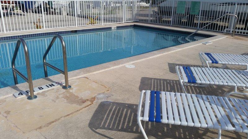 La piscina es preciosa, muy tranquilo