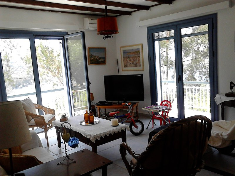 BEAUTIFUL-COMFORTABLE-PEACEFUL HOUSE NEAR THE SEA, holiday rental in Aegina