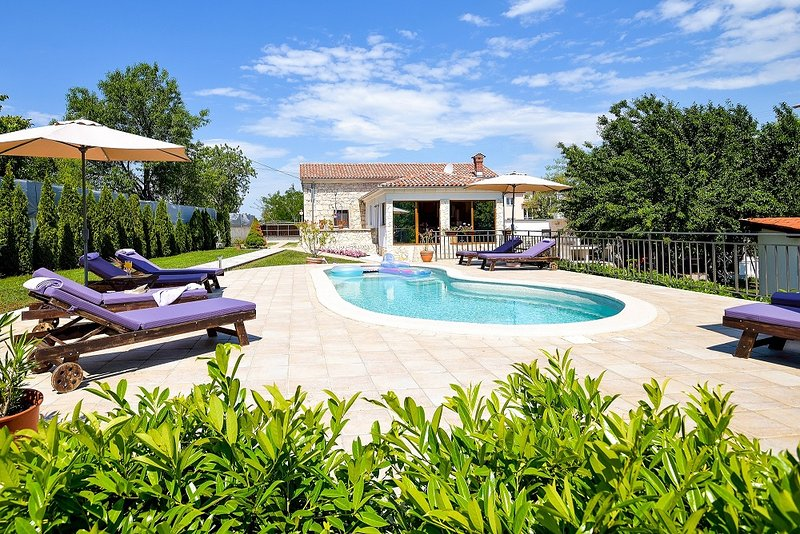 Villa Celeste - experience the beauty of Istra, location de vacances à Jurazini