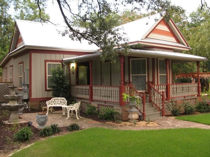 2BR/2BA 4 sleeps Historic South Dallas Home, holiday rental in Red Oak