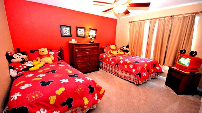 Mickey camera a tema con materassi pillow top, ventilatore a soffitto, TV