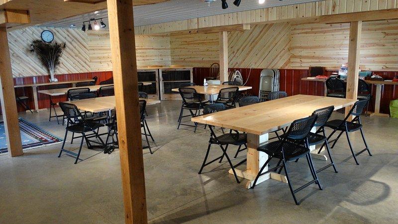 BAJA sala de reuniones con capacidad para 44