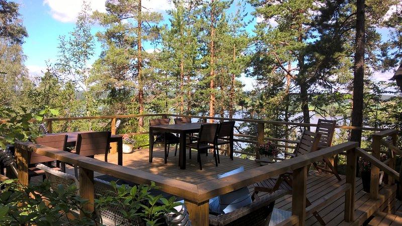 La nouvelle terrasse avant en Juillet. Wiew au lac.