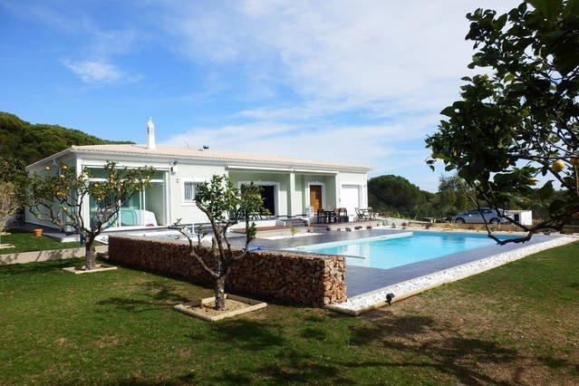 Hermosa villa de un solo nivel con rampa de acceso. Sólo un paso en la casa! Paz y tranquilidad