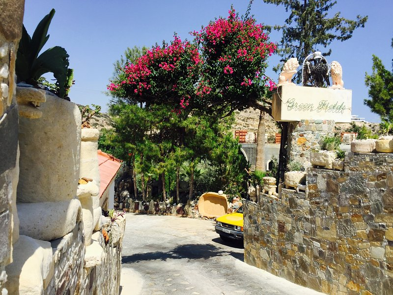 green fields country club, vacation rental in Kolossi