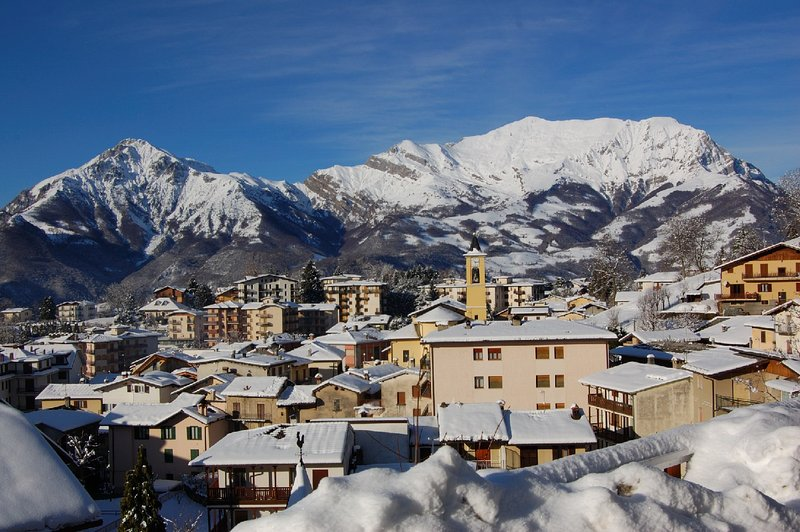 Ideal for nature lovers,snow, walking,climbing,SKI, holiday rental in Piazza Brembana