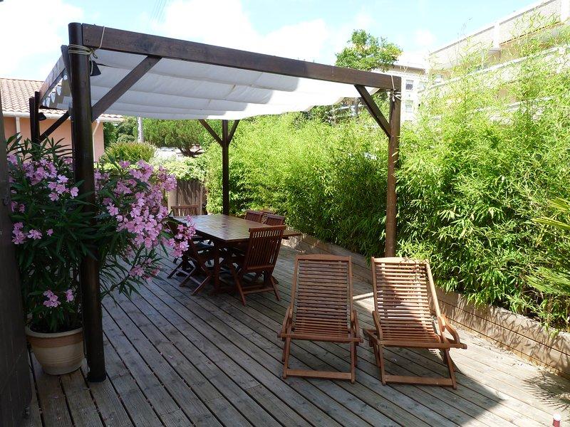 LA VILLA VICTORIA ... L ESPRIT BOIS, vacation rental in Arcachon