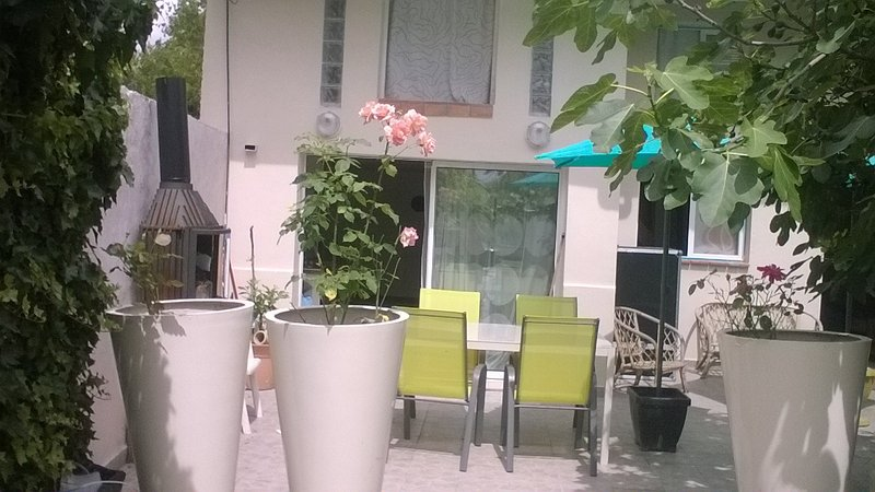 une simple maison idéale ouvriers, location de vacances à Seine-Saint-Denis