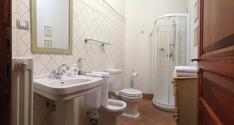 'M e r i g g i o' apartment: bathroom