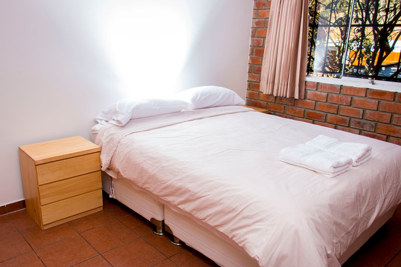 Double room with queen bed.