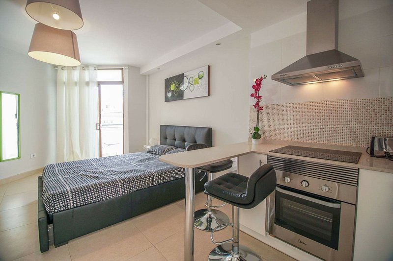 Lovely studio in Los Cristianos, holiday rental in Los Cristianos