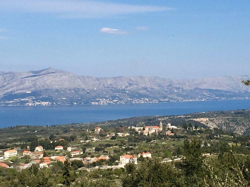 Vista al canal de Brac y la ciudad de Skrip (50m por encima de la villa)