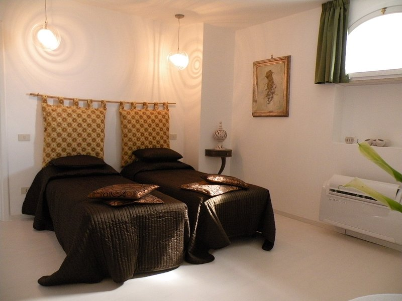 Bedroom 4 with two single beds convertible in a double