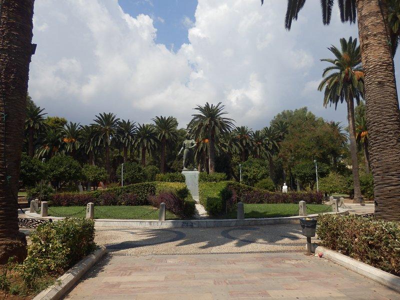 Eden garden cozy house in the heart Chios, aluguéis de temporada em Vessa