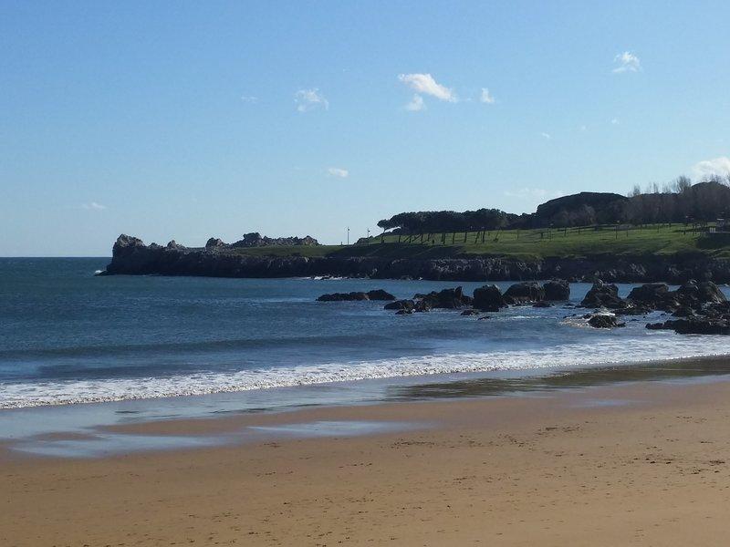 Alquilo apartame cerca de la playa todos servicios, holiday rental in Cantabria