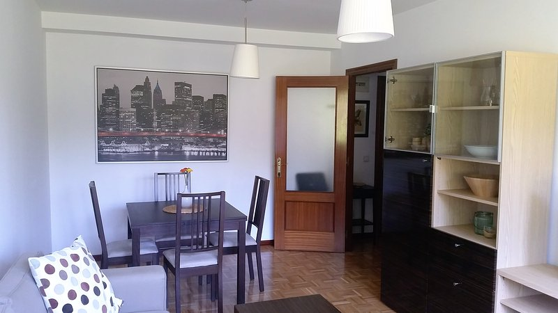 Beautiful apartment Oviedo free wifi and garage, holiday rental in Mieres