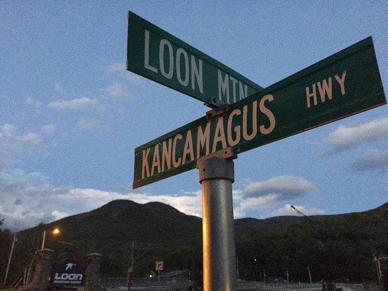 Notre maison est située directement sur la route Kancamagus Scenic et en face de Loon Mountain