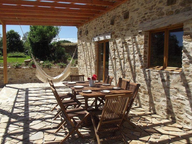 Modern, very calm & great views!!!!, casa vacanza a Saint-Saud-Lacoussiere