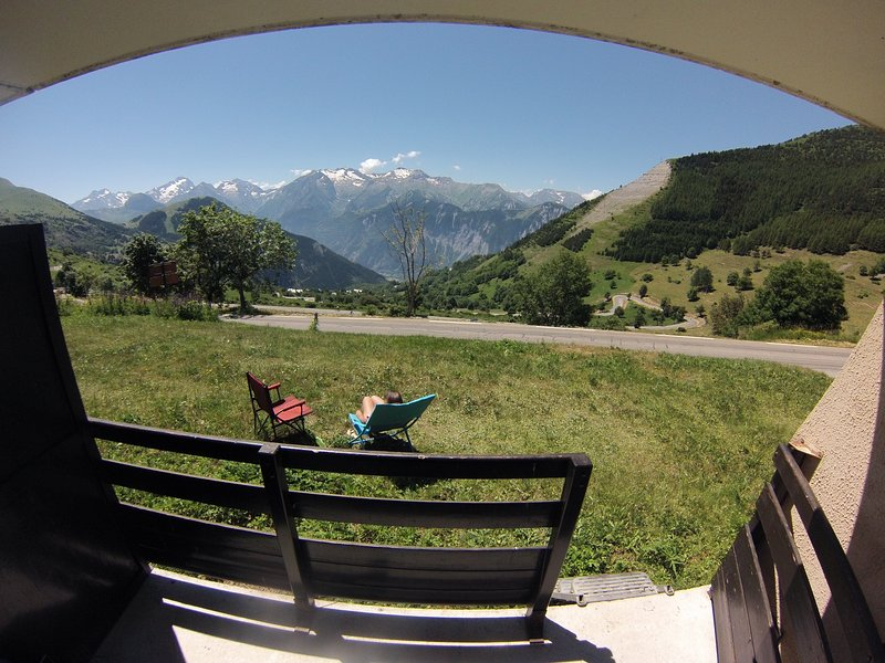 Appartement plein sud avec balcon, vacation rental in L'Alpe-d'Huez