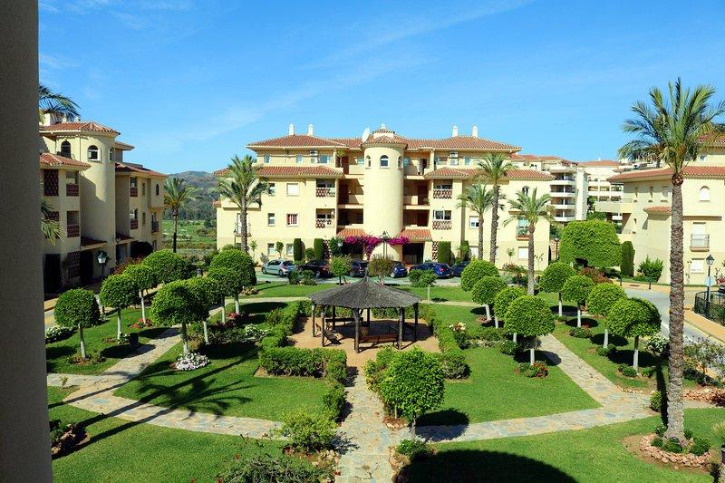 Luxury Apartment, Mountain Views, Golf & Beach, holiday rental in La Cala de Mijas
