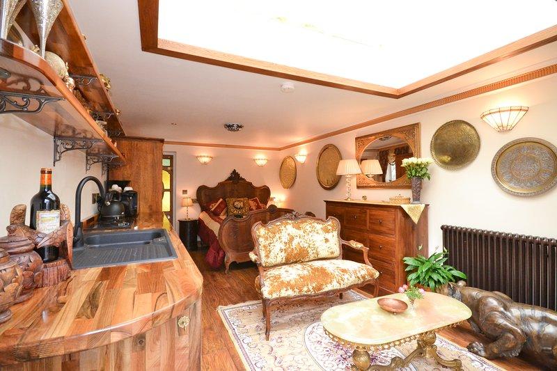 LUSSUOSO, SPLENDIDA, opulento, BELLO, WIFI, legno massiccio, di seta della coperta, biancheria di qualità ETC