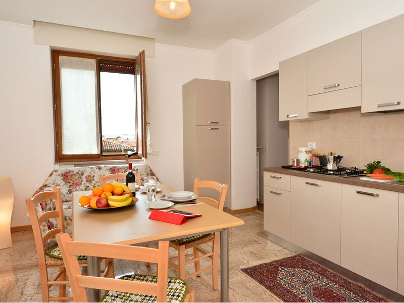 equipped kitchen with dining and living room table