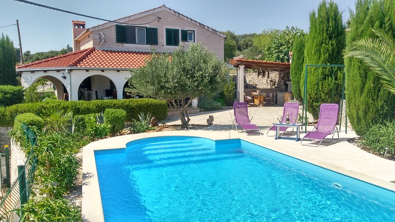 Charming Villa Nika with the pool, best way to spend your holiday at Adriatic sea!