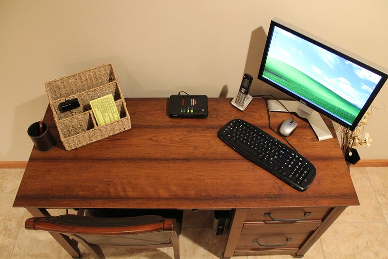 DESK   INCLUDED COMPUTER TERMINAL AND FREE WI FI