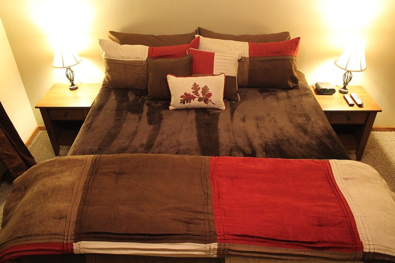 BEDROON #2 - KING SIZE BED