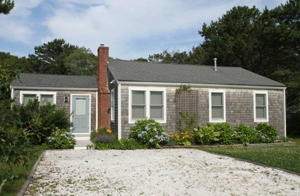 AMAZING BEACH COTTAGE AVAILABLE AUG 5 -12, casa vacanza a New Bedford