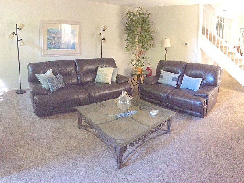 Spacious townhome by the beach, holiday rental in Huntington Beach