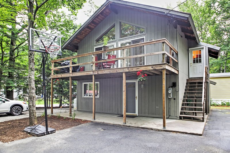Come see what's in store for you at this Lincoln vacation rental house!