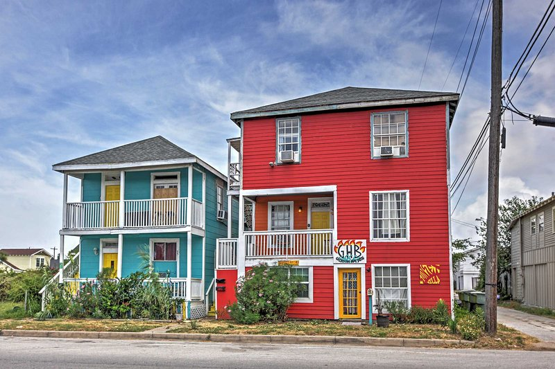 Find sandy beaches at this charming Galveston vacation rental condo!