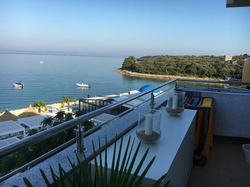 eigen balkon met een prachtig uitzicht op zee