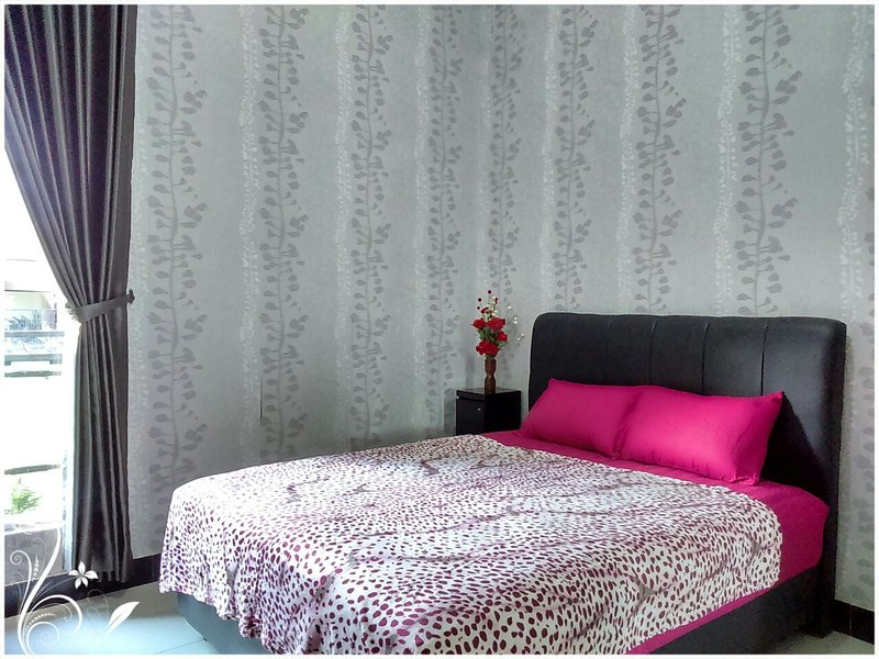 de Azure Bed n Breakfast clean and modern room, holiday rental in Depok