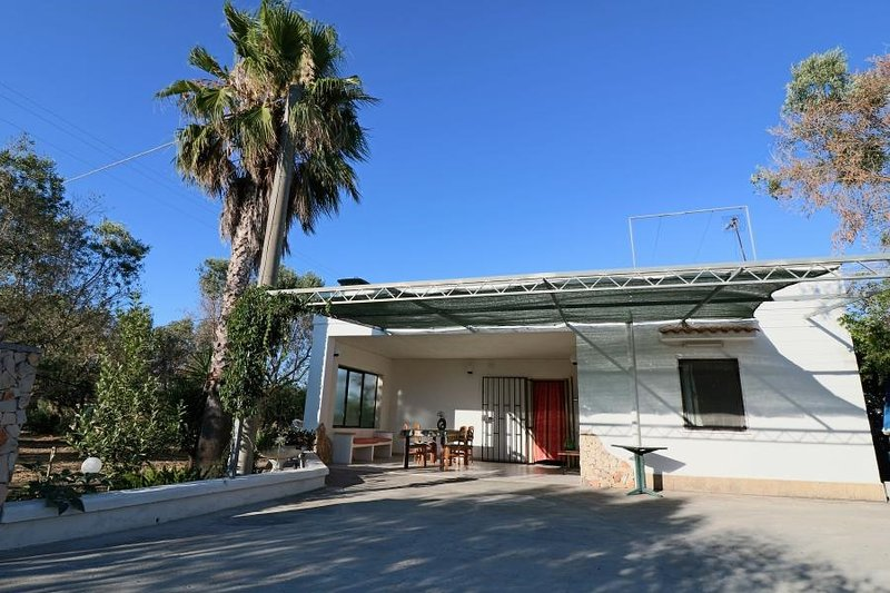 Holiday house Villetta Ulivo in the countryside in Matino Salento a few km from, vacation rental in Matino