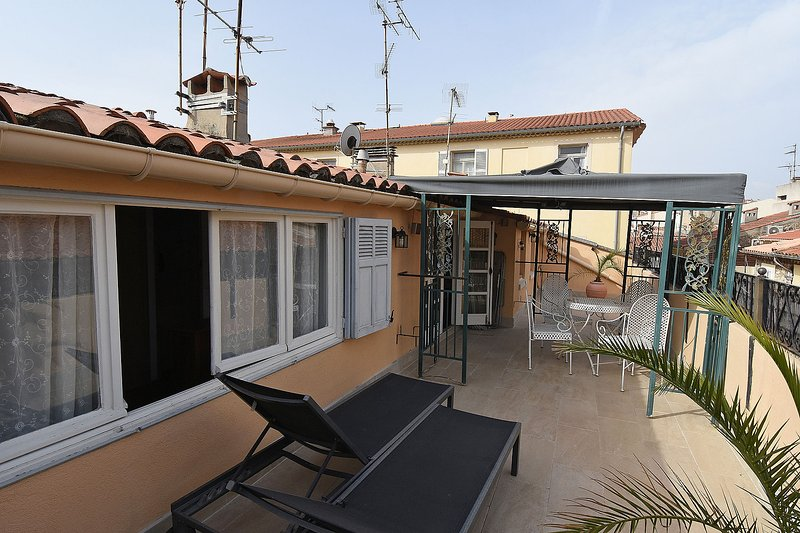 Roof Terrace, large and private space