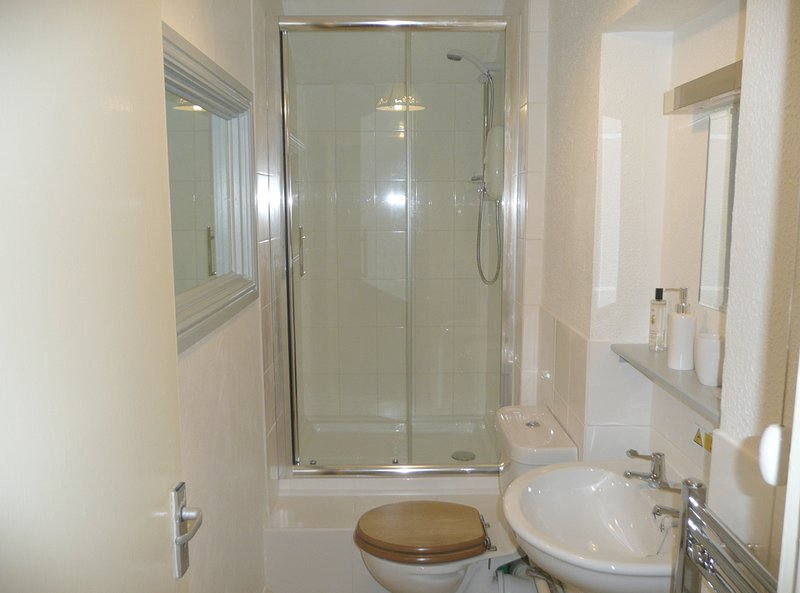 Salle de bains attenante, L'appartement de vacances Ryder, Polperro