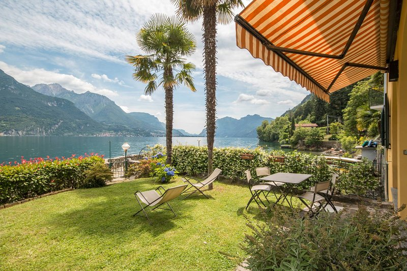A terrace on the lake!, holiday rental in Oliveto Lario