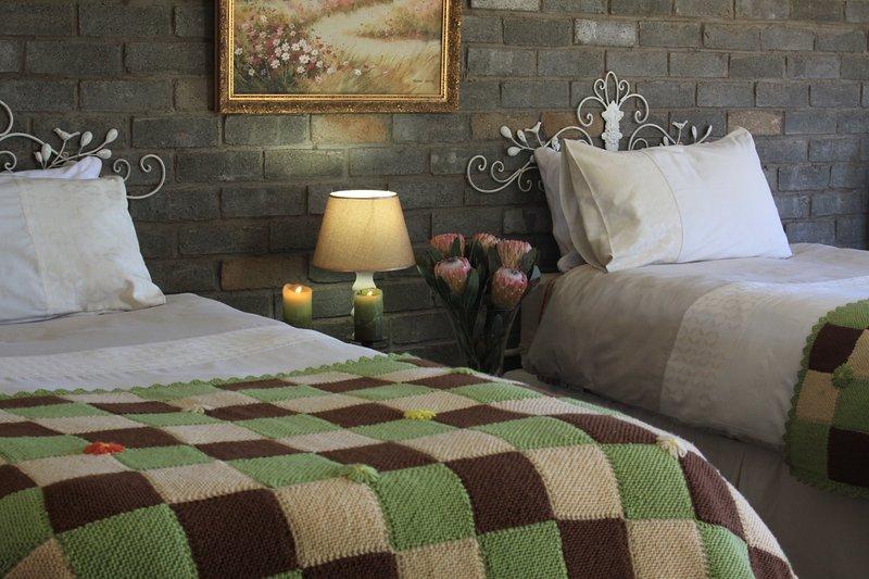 El segundo dormitorio con dos camas individuales.