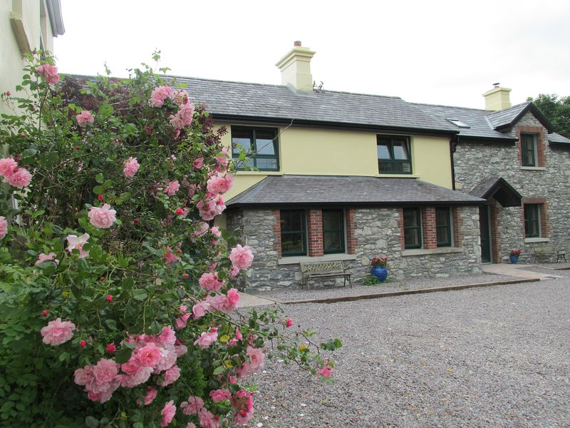 2 or 3 bedroom court yard cottages with views of the lakes, mountains in Killarney National Park