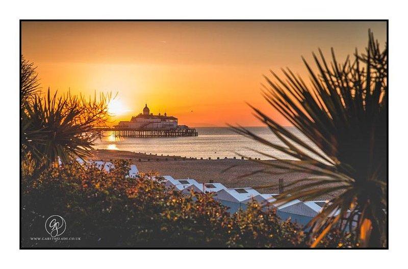 Eastbourne pier bij zonsondergang