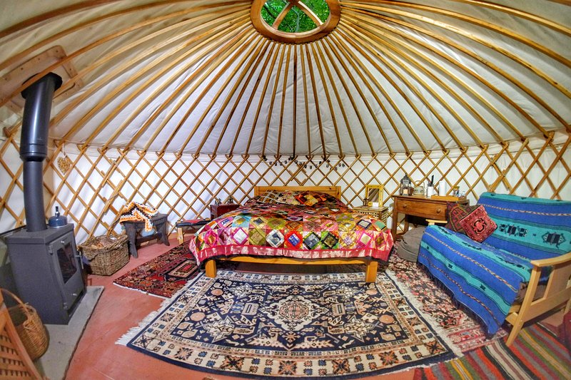 Luxury Yurt Retreat in Sussex Woodland, location de vacances à Ringmer