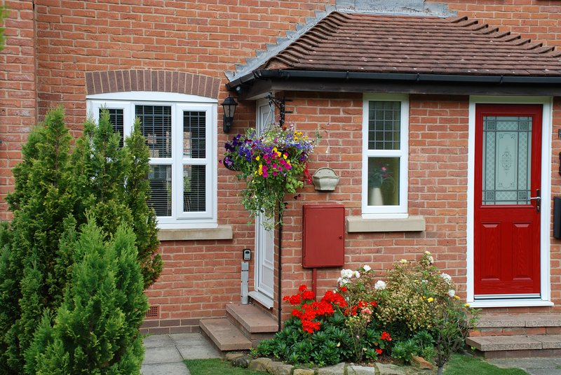 Jasmine Cottage has gardens front and rear